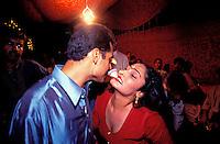 """Pakistan - Hijra, les demi-femmes du Pakistan - Saima environ 24 ans, Hijra naturel<br /> """"Une fois j'étais amoureuse d'un homme, nous étions trop amoureux et quand il a appris que j'étais Hijra, il en a épousé une autre. Il a déchiré mon cœur, maintenant je ne peux plus aimer qui que ce soit. Quelquefois j'aimerais faire l'amour avec quelqu'un, mais il n'est pas possible pour moi d'avoir du plaisir. Maintenant mes vrais plaisirs c'est danser et chanter. Quand je serai vieille, je ne pourrais plus danser, mais nous gagnons assez d'argent pour notre vieillesse. Ici, Saima travaille lors d'un mariage dans la vieille ville de Lahore. // Pakistan. Punjab province. Hijra, the half woman of Pakistan"""