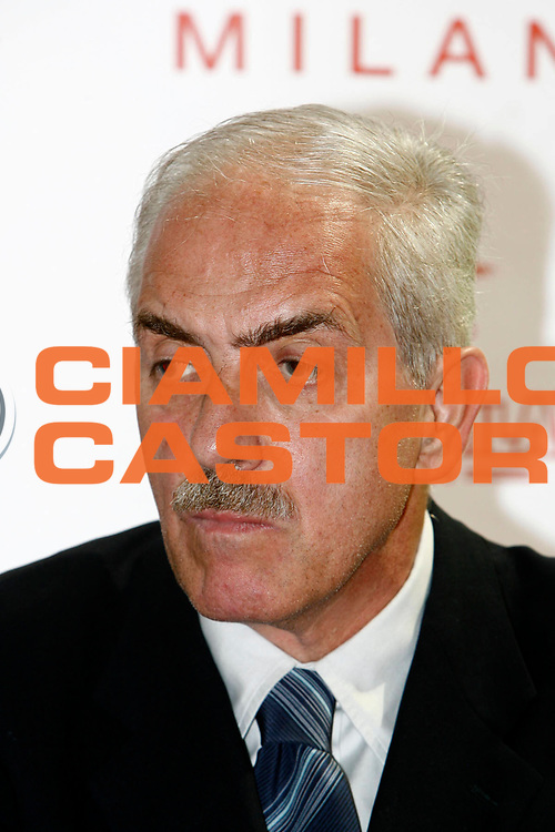 DESCRIZIONE : Milano Visconti Lega A1 2007-08 l'Armani Jeans Olimpia Milano presenta il nuovo allenatore Zare Markovski<br /> GIOCATORE : Gino Natali<br /> SQUADRA : Armani Jeans Olimpia Milano<br /> EVENTO : Campionato Lega A1 2007-2008 <br /> GARA : <br /> DATA : 28/06/2007 <br /> CATEGORIA : Ritratto <br /> SPORT : Pallacanestro <br /> AUTORE : Agenzia Ciamillo-Castoria/C.Scaccini