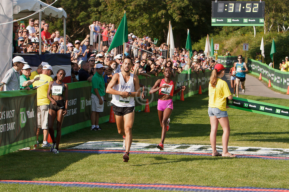 Beach to Beacon 10K , Robert Gomez , Margaret Wangaru, women's champion,