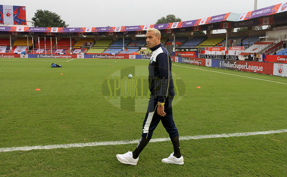 Michael Chopra of Kerala Blasters FC arrive on the ground before the start of the match 16 of the Indian Super League (ISL) season 3 between FC Pune City and Kerala Blasters FC held at the Balewadi Stadium in Pune, India on the 17th October 2016.<br /> <br /> Photo by Vipin Pawar / ISL/ SPORTZPICS