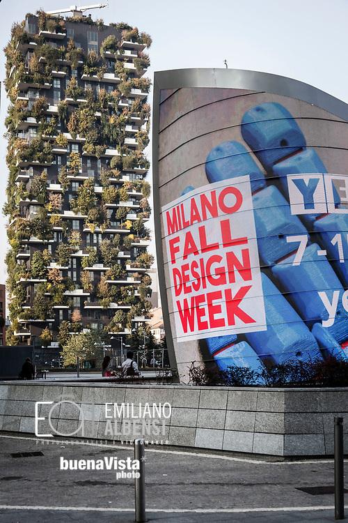 Emiliano Albensi<br /> 14/10/2017 Milano<br /> Nella foto: il famoso Bosco Verticale di Milano visto da piazza Gae Aulenti<br /> <br /> Emiliano Albensi<br /> 14/10/2017 Milan<br /> In the picture: the famous Vertical Forest of Milan seen from Gae Aulenti square