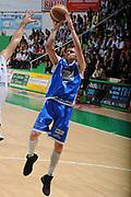 DESCRIZIONE : Siena Lega A 2011-12 Montepaschi Siena Banco di Sardegna Sassari Semifinale Play off gara 1<br /> GIOCATORE : Travis Diener<br /> CATEGORIA : tiro penetrazione<br /> SQUADRA : Banco di Sardegna Sassari<br /> EVENTO : Campionato Lega A 2011-2012 Montepaschi Siena Banco di Sardegna Sassari Semifinale Play off gara 1<br /> DATA : 28/05/2012<br /> SPORT : Pallacanestro <br /> AUTORE : Agenzia Ciamillo-Castoria/GiulioCiamillo<br /> Galleria : Lega Basket A 2011-2012<br /> Fotonotizia : Siena Lega A 2011-12 Montepaschi Siena Banco di Sardegna Sassari Semifinale Play off gara 1<br /> Predefinita :
