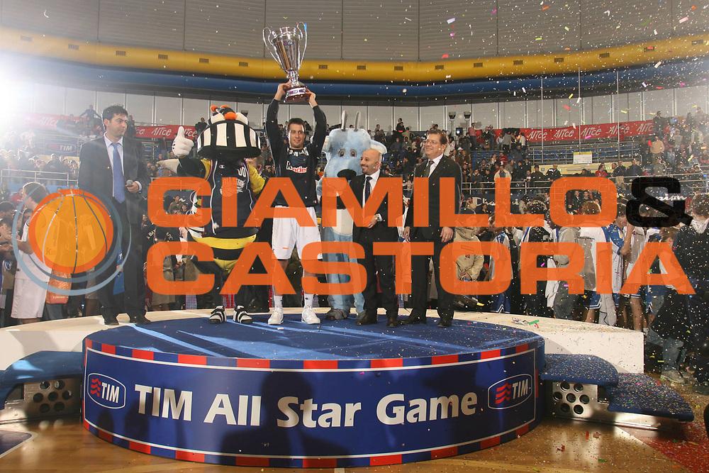 DESCRIZIONE : Pictures of the Week All Star Game Lega A1 2006-07 <br /> GIOCATORE : Bulleri Coppa <br /> SQUADRA : Nazionale Italiana <br /> EVENTO : Campionato Lega A1 2006-2007 All Star Game <br /> GARA : Champion All Stars Nazionale Italiana <br /> DATA : 23/12/2006 <br /> CATEGORIA : Premiazione <br /> SPORT : Pallacanestro <br /> AUTORE : Agenzia Ciamillo-Castoria/M.Marchi <br /> Galleria : Pictures of the Week 2006-2007 <br /> Fotonotizia : Pictures of the Week All Star Game Lega A1 2006-2007 <br /> Predefinita : si