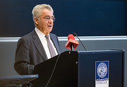 "12.10.2016, Universität, Innsbruck, AUT, Alt Bundespräsident Fischer an der Universität Innsbruck, EXPA/, im Bild Alt Bundespräsident Heinz Fischer // Austria's former Federal President Heinz Fischer at his lecture on ""The History and Democracy Development of the Second Republic"" at the Universität in Innsbruck, Austria on 2016/10/12. EXPA Pictures © 2016, PhotoCredit: EXPA/ Johann Groder"