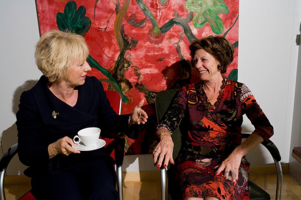BRUSSELS - BELGIUM - 06 MAY 2008 -- Danish MEP Karin RIIS-JØRGENSEN (Le) (jorgensen, joergensen) and EU Commissioner Neelie KROES during an interview. Photo: Erik Luntang