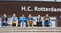 ROTTERDAM - HOCKEY -  Oranje spelers op tribune tijdens de oefenwedstrijd tussen de mannen van Nederland en Engeland. FOTO KOEN SUYK