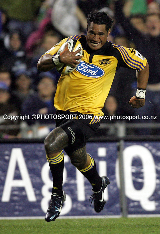 Hurricanes winger Lome Fa'atau on his way to scoring the second of his two tries for the Hurricanes during the Rebel Sport Super 14 game between the Blues and the Hurricanes at Eden Park, Auckland, New Zealand on Friday 10 February 2006. The Hurricanes won the match 37-19. Photo: Tim Hales/PHOTOSPORT<br /><br /><br />145836