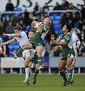 Twickenham, GREAT BRITAIN, Exiles, Shane GERAGHTY, collects the high ball from Newcastles Tom MAY, during the Guinness Premiership match,  London Irish vs Newcastle Falcon at the Madjeski  Stadium, Reading. on Sat )3.01.2009. [Photo, Peter Spurrier/Intersport-images]
