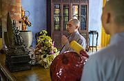 Prayer ceremony, Diêu Dié Pagoda, Hue.