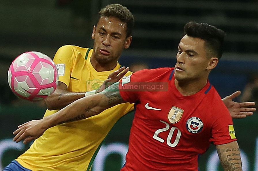 SAO PAULO, Oct. 11, 2017  Brazil's Neymar (L) vies for the ball with Chile's Charles Aranguiz (R) during the Russia 2018 FIFA World Cup qualifier match, at Allianz Parque stadium, in Sao Paulo, Brazil, on Oct. 10, 2017. Brazil won the match 3-0.  ma) (da) (Credit Image: © [E]Rahel Patrasso/Xinhua via ZUMA Wire)