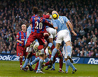 Fotball<br /> England 2004/22005<br /> Foto: SBI/Digitalsport<br /> NORWAY ONLY<br /> <br /> Manchester City v Crystal Palace<br /> Barclays Premiership. 15/01/2005<br /> <br /> Palace's Darren Powell (#20) scores his side's first goal with a header from a corner.