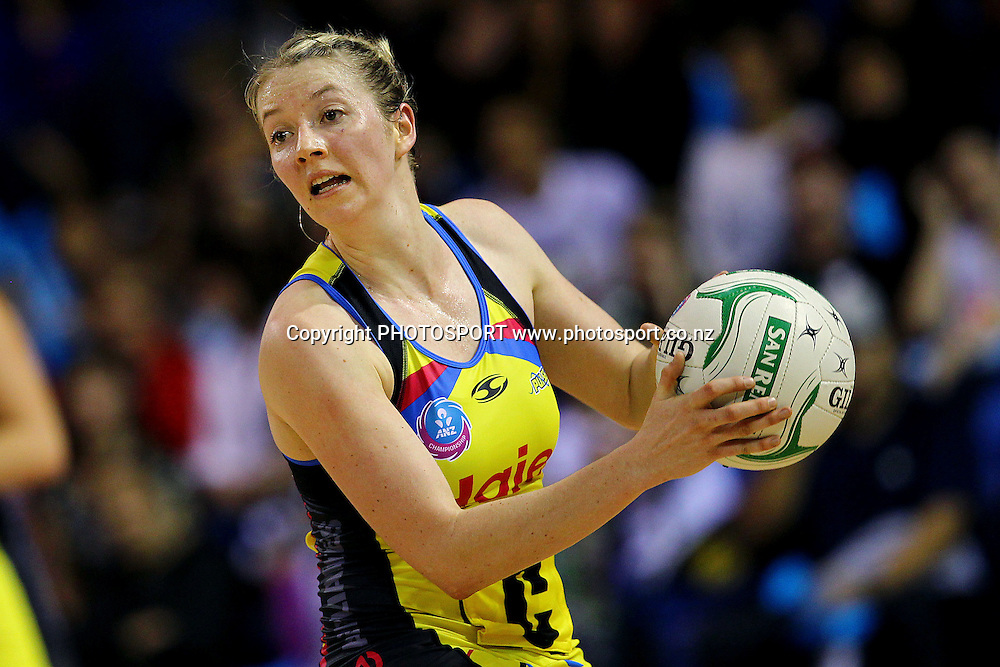 Pulse's Camilla Lees in action. ANZ Netball Championship, Northern Mystics v Central Pulse, Trusts Stadium, Auckland, New Zealand. Sunday 21st April 2013. Photo: Anthony Au-Yeung / photosport.co.nz