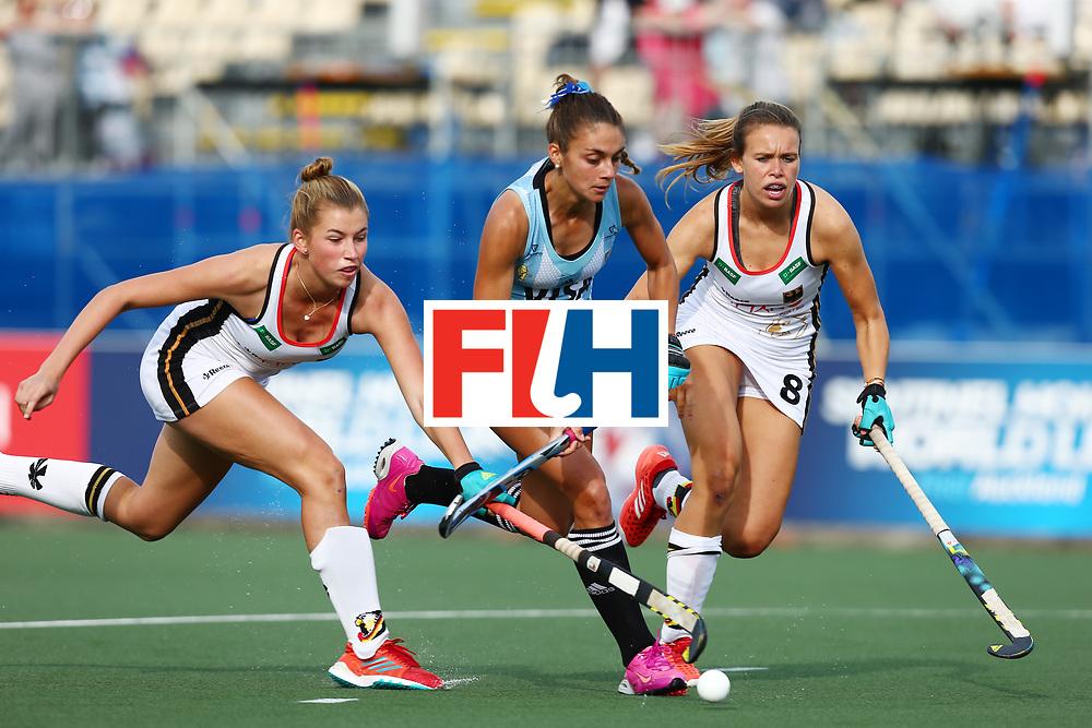 New Zealand, Auckland - 24/11/17  <br /> Sentinel Homes Women&rsquo;s Hockey World League Final<br /> Harbour Hockey Stadium<br /> Copyrigth: Worldsportpics, Rodrigo Jaramillo<br /> Match ID: 10307 - ARG-GER<br /> Photo: (10) FERNANDEZ LADRA Magdalena against (8) SCHR&Ouml;DER Anne&nbsp;(C) and (30) GRANITZKI Hanna