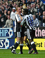 Fotball<br /> Premier League 2004/05<br /> Newcastle v Manchester City<br /> 24. oktober 2004<br /> Foto: Digitalsport<br /> NORWAY ONLY<br /> Newcastle's Craig Bellamy (C) celebrates scoring the winning goal with his team-mates, Nicky Butt (L) and Olivier Bernard (R)