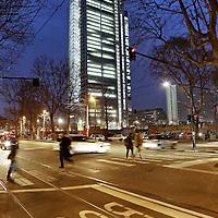 Il grattacielo di Intesa Sanpaolo di Torino, firmato da Renzo Piano, 166 metri di altezza su 7mila mq di superficie, ospita il nuovo centro direzionale del gruppo bancario.<br /> <br /> Intesa Sanpaolo Office Building Torino 2015, Italy