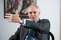 2010, BERLIN/GERMANY:<br /> Hans-Peter Keitel Praesident Bundesverbandes der Deutschen Industrie, BDI, waehrend einem Interview, Haus der Wirtschaft<br /> IMAGE: 20100422-01-014<br /> KEYWORDS: Präsident