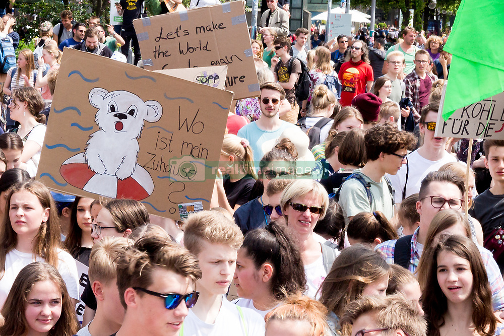 May 24, 2019 - Hannover, Niedersachsen, Germany - Hanover, Germany - May 24: On the occasion of the Global Strike for Future/Climate, the local movement  ''Hannover for Future'' Organized a march through the city center against the climate change and the inaction of the government on May 24, 2019 in Hanover. The event brought together nearly 12,000 people including many young people. (Credit Image: © Peter Niedung/NurPhoto via ZUMA Press)