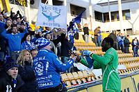 Fotball , Tippeligaen , Eliteserien , 10. Mars 2013, Åråsen Stadion<br /> Lillestrøm SK - Sarpsborg 08<br /> Duwayne Kerr hilser på 08-fansen etter kampen<br /> Foto: Sjur Stølen , Digitalsport