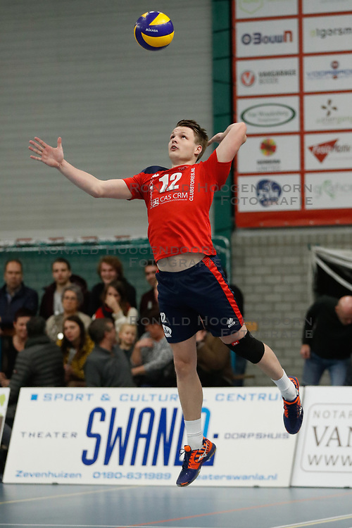 20181124 NED: Volleyball Top League ZVH - VCV: Zevenhuizen<br />Thomas van Rij (12) of CAS CRM ZVH<br />©2018-FotoHoogendoorn.nl / Pim Waslander