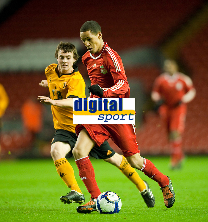 LIVERPOOL, ENGLAND - Monday, November 30, 2009: Liverpool's Thomas Ince in action against Wolverhampton Wanderers during the FA Youth Cup 3rd Round at Anfield. (Pic by David Rawcliffe/Propaganda)