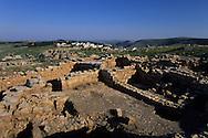 On Gerizim mountain the holy place for the Samaritan  (near Sekhem) the old and the new village  sekhem  Israel     /// sur le mont Gerizim, le mont sacre des samaritains  l'ancien et le nouveau  village  sekhem  Israel   /// R285/42    L004310  /  P0007003