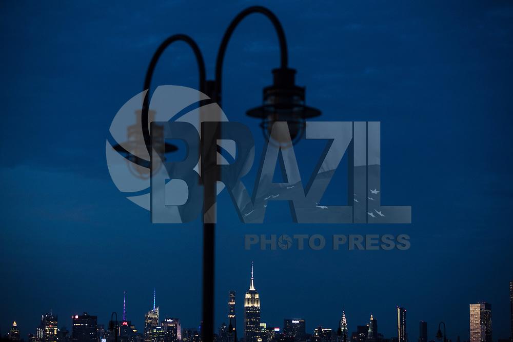 NEW YORK, EUA, 06.08.2017 - ONE WORLD-NEW YORK - Vista do Empire State Building na cidade de New York nos Estados Unidos na noite deste domingo, 06. (Foto: William Volcov/Brazil Photo Press)