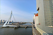 Nederland, Netherlands, Rotterdam, 2-5-2015Kop van Zuid, wilhelminakade, met de erasmusbrug en hoogbouw. De Rotterdam van architect Rem Koolhaas. District Kop van Zuid with erasmusbridge and high-rise buildings. Building De Rotterdam from architect Rem Koolhaas.FOTO: FLIP FRANSSEN/ HOLLANDSE HOOGTE