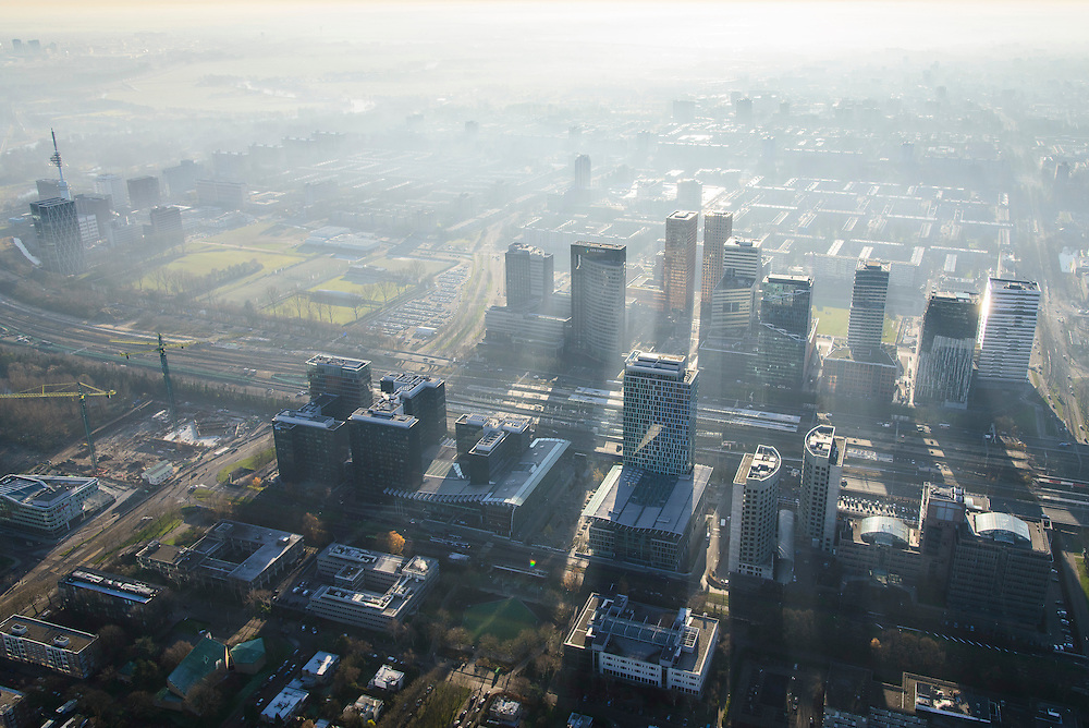 Nederland, Noord-Holland, Amsterdam, 11-12-2013; zicht op de Zuidas met in het midden Station Zuid-WTC, World Trade Centre (WTC) en Ring A10, foto richting Buitenveldert. Verder in beeld hoofdkantoor ABN-AMRO, de woontorens Symphony 1 en 2 (onderdeel Gershwin), de Vinoly-toren en Ito-toren (onderdeel Mahler4), Atrium. <br /> Zuid-as, 'South axis', financial center in the South of Amsterdam, with headquarters of former ABN AMRO. Amsterdam equivalent of 'the City', financial district. <br /> luchtfoto (toeslag op standaard tarieven);<br /> aerial photo (additional fee required);<br /> copyright foto/photo Siebe Swart.