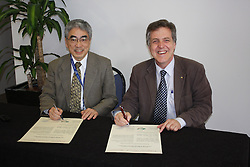 AO Week, Osamu Shimomura and Rob Lamb signing a Memorandum of Understanding between the Australian Synchrotrons and the Photon Factory