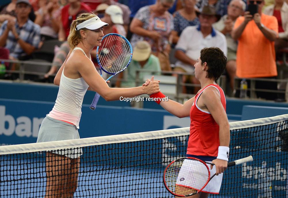 08.01.2014. Brisbane, Queensland, Australia.  L-R, Maria Sharapova (RUS) shakes hands with Carla Suarez Navarro (ESP) at the Brisbane International 2015