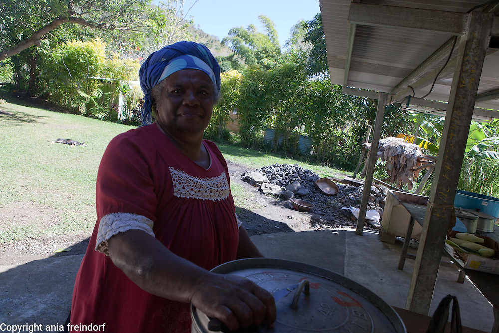 New Caledonia, autosufficient Goopa Gohapin North Tribe, in Poya, women preparing local food