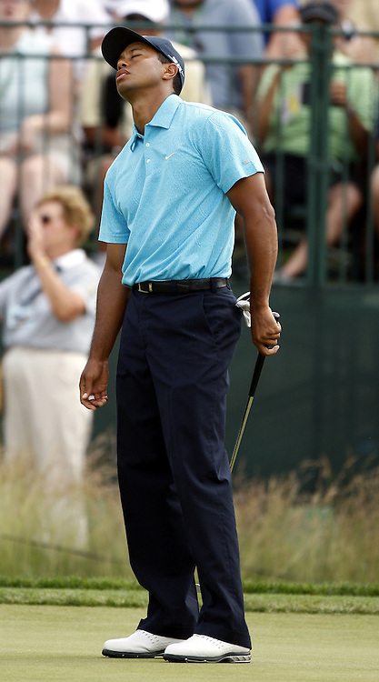 Tiger Woods of the US reacts to a missed putt on the eighth hole during the third round of the 2007 U.S. Open at Oakmont Country Club in Oakmont, Pennsylvania, USA 16 June 2007.