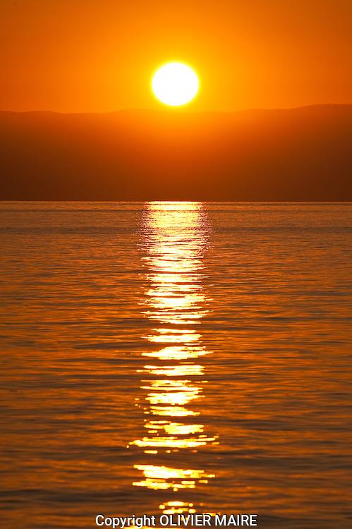 Le soleil se couche sur le lac Léman(Geneve) vu depuis le Bouveret. Vacances, Tourisme, eau, ciel, Jura, Vaud, Valais, SCHWEIZ SWITZERLAND SUISSE. sunset, sunset, sun. (PHOTO-GENIC.CH/ OLIVIER MAIRE)