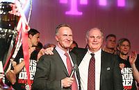 Fussball  DFB  POKAL  FINALE  SAISON  2012/2013     Champions Party des FC Bayern Muenchen nach dem Gewinn des DFB Pokal und Triple         02.06.2013 Vorstandsvorsitzender Karl Heinz Rummenigge (li) und Praesident Uli Hoeness