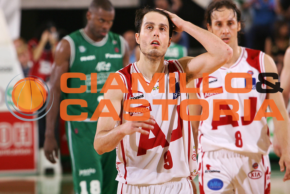 DESCRIZIONE : Treviso Lega A1 2005-06 Play Off Quarti Finale Gara 5 Benetton Treviso Armani Jeans Olimpia Milano <br /> GIOCATORE : Bulleri <br /> SQUADRA : Armani Jeans Olimpia Milano <br /> EVENTO : Campionato Lega A1 2005-2006 Play Off Quarti Finale Gara 5 <br /> GARA : Benetton Treviso Armani Jeans Olimpia Milano <br /> DATA : 27/05/2006 <br /> CATEGORIA : Delusione <br /> SPORT : Pallacanestro <br /> AUTORE : Agenzia Ciamillo-Castoria/S.Silvestri