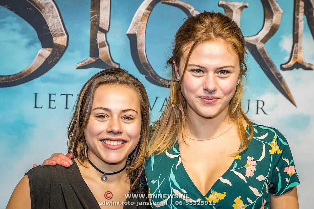 NLD/Amsterdam/20170116 - premiere Storm - Letters van Vuur, Susan Radder en haar zus