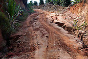 Conceicao do Castelo_ES, Brasil...Estrada de terra em condicoes precarias em Conceicao do Castelo...A dirt road in bad conditions in Conceicao do Castelo...Foto: LEO DRUMOND / NITRO