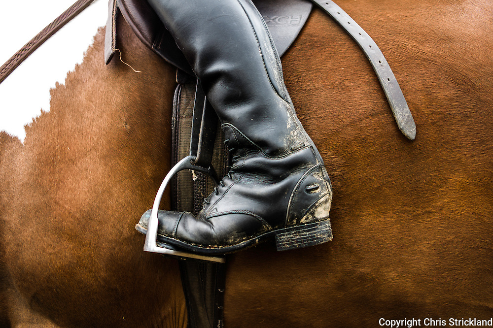 Ancrum, Jedburgh, Scottish Borders, UK. 31st July 2015.  The feet of an event rider in a stirrup while straddling a horse on a saddle.