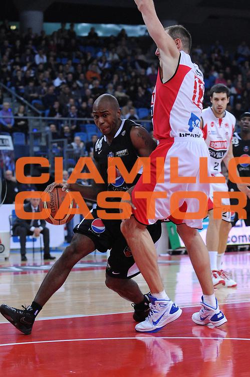 DESCRIZIONE : Pesaro Lega A 2010-11 Scavolini Siviglia Pesaro Pepsi Caserta<br /> GIOCATORE : Tim Bowers<br /> SQUADRA : Pepsi Caserta<br /> EVENTO : Campionato Lega A 2010-2011<br /> GARA : Scavolini Siviglia Pesaro Pepsi Caserta<br /> DATA : 06/02/2011<br /> CATEGORIA : palleggio<br /> SPORT : Pallacanestro<br /> AUTORE : Agenzia Ciamillo-Castoria/M.Marchi<br /> Galleria : Lega Basket A 2010-2011<br /> Fotonotizia : Pesaro Lega A 2010-11 Scavolini Siviglia Pesaro Pepsi Caserta<br /> Predefinita :