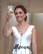 Kate Middleton & Prince William Enjoy Wine At Party