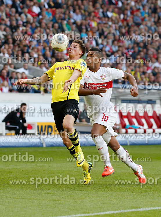 29.03.2014, Mercedes Benz Arena, Stuttgart, GER, 1. FBL, VfB Stuttgart vs Borussia Dortmund, 28. Runde, im Bild Daniel Didavi (VfB Stuttgart), Erik Durm (Borussia Dortmund) // during the German Bundesliga 28th round match between VfB Stuttgart and Borussia Dortmund at the Mercedes Benz Arena in Stuttgart, Germany on 2014/03/29. EXPA Pictures &copy; 2014, PhotoCredit: EXPA/ Eibner-Pressefoto/ BW-Foto<br /> <br /> *****ATTENTION - OUT of GER*****