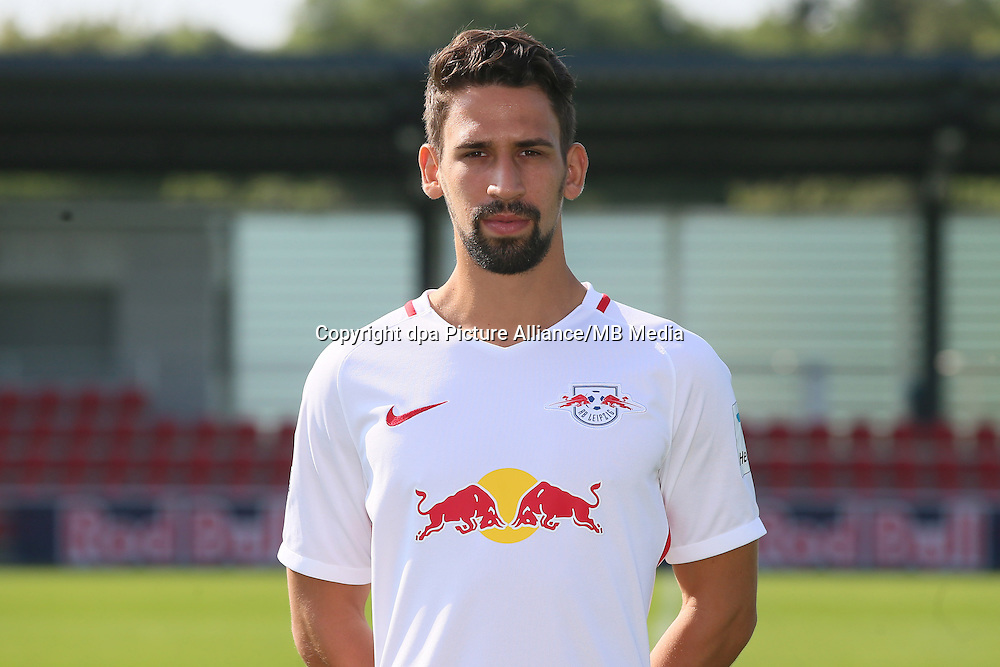 HANDOUT - 1. DFL, 1. Deutsche Bundesliga, RasenBallsport Leipzig, team photo shooting. Image shows Rani Khedira (RB Leipzig). Photo: GEPA pictures/ Sven Sonntag - For editorial use only. Image is free of charge. |