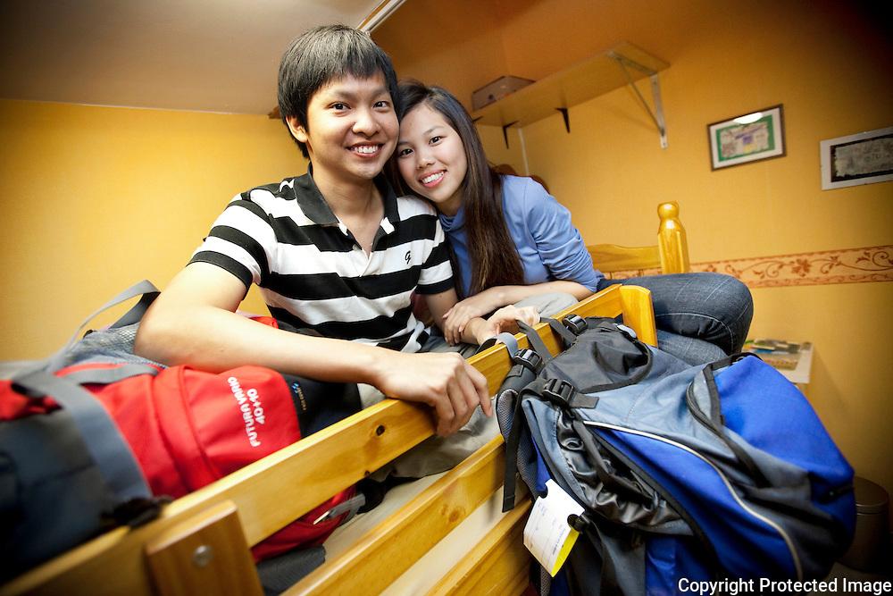 359690-Maleisisch koppeltje reist al couchsurfend door Europa-Ryan Kan Chuan Yang en Koay Pei Shing-Logeren bij Jef Theys in Meikeverstraat 22 Olen