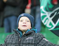 15.10.2011, Keine Sorgen Arena, Ried im Innkreis, AUT, 1.FBL, SV Josko Ried vs FK Austria Wien, im Bild Fanjubel auch bei den Kleinen, EXPA Pictures © 2011, PhotoCredit: EXPA/ R. Hackl