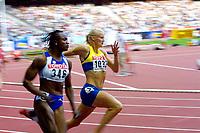 Athletics, 23. august 2003, VM Paris, World Championship in Athletics,  Carolina Klüft, Sweden (Sverige) and Eunice Barber, France, 200 metres heptathlon