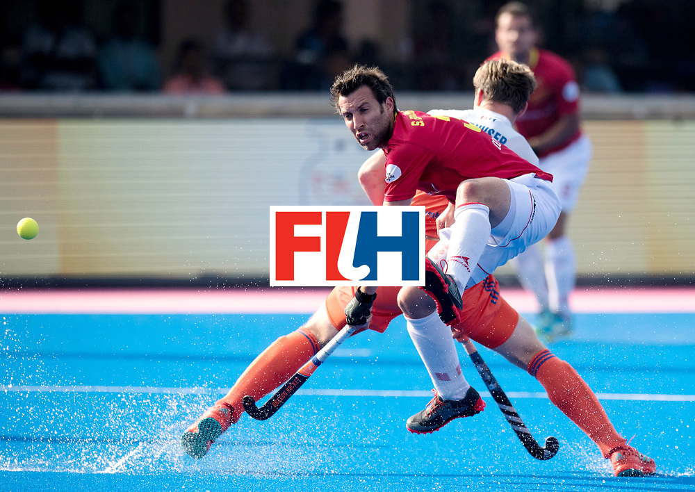 Odisha Men's Hockey World League Final Bhubaneswar 2017<br /> Match id:04<br /> Netherlands vs Spain<br /> Foto: Sergi Enrique (Esp) duekl with Mirco Pruijser.<br /> WORLDSPORTPICS COPYRIGHT FRANK UIJLENBROEK