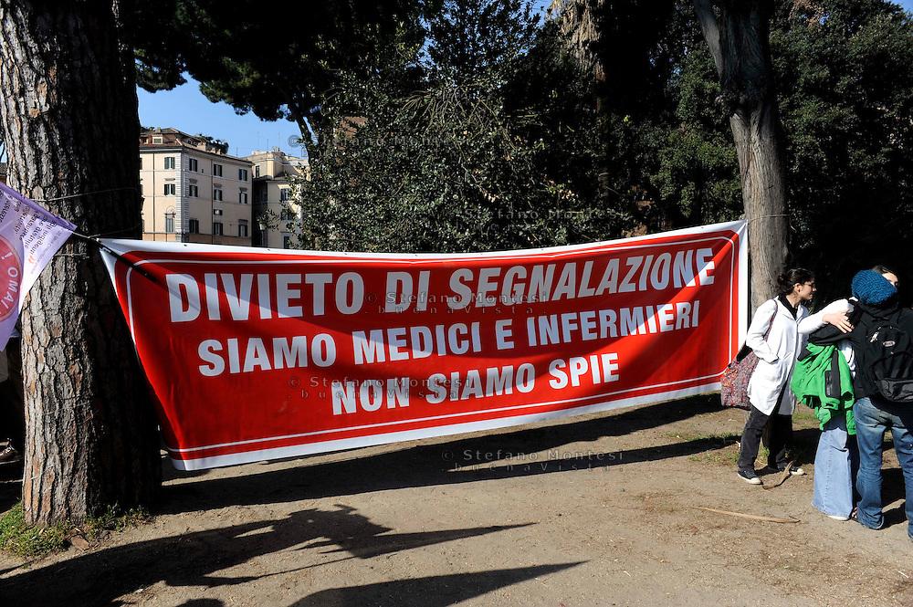 Roma 17 Marzo 2009.Manifestazione  dei medici e operatori della salute contro la legge sul Pacchetto Sicurezza in discussione al Parlamento che permetterà agli operatori  sanitari di segnalare i migranti non in regola con il permesso di soggiorno