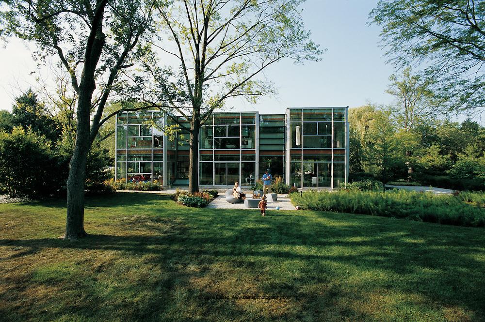 Glass house designed by Thomas Roszak, Chicago, IL