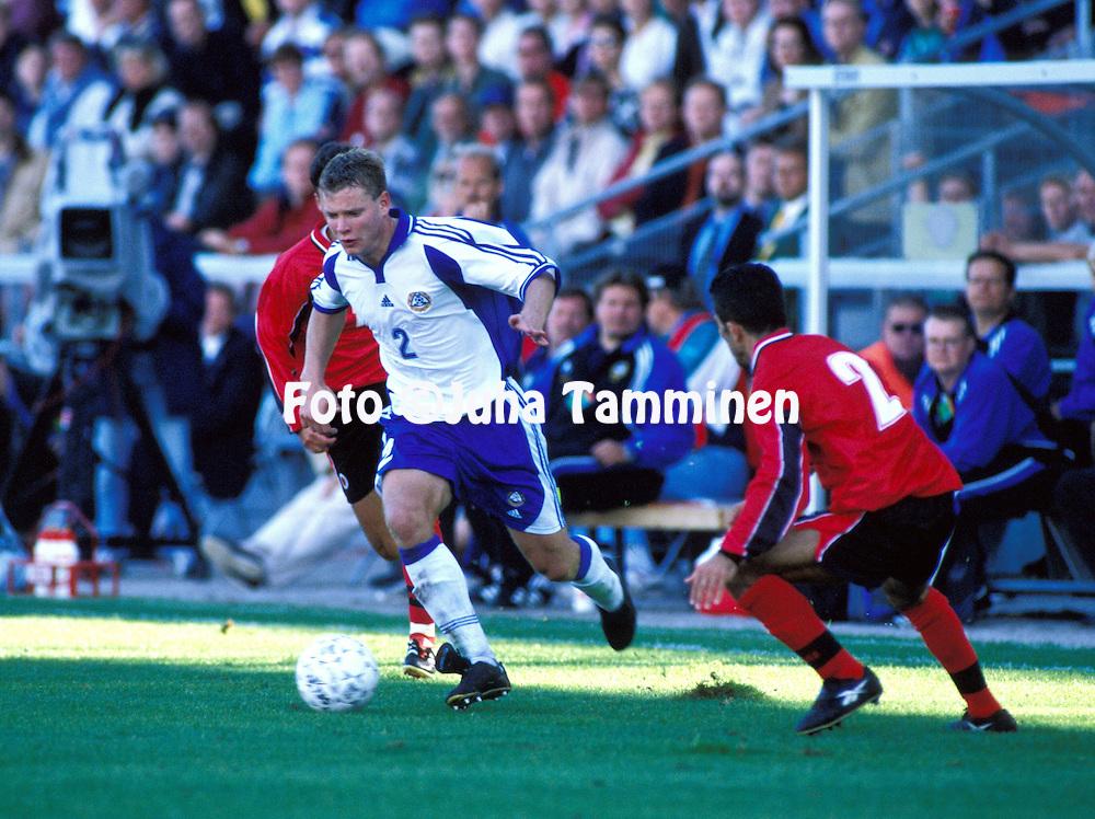 02.09.2000 Finnair Stadium, Helsinki, Finland. FIFA World Cup Qualifying Match, Finland v Albania. .Janne Saarinen - Finland.©JUHA TAMMINEN