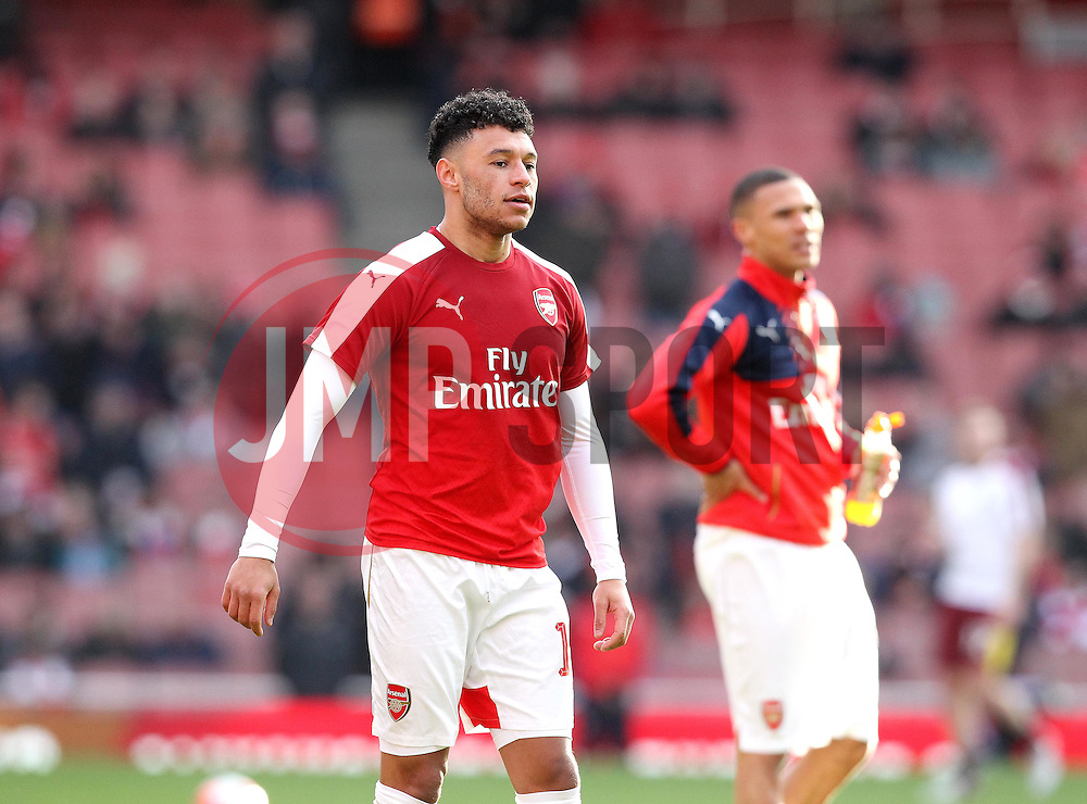 Alex Oxlade-Chamberlain of Arsenal warms up - Mandatory byline: Robbie Stephenson/JMP - 30/01/2016 - FOOTBALL - Emirates Stadium - London, England - Arsenal v Burnley - FA Cup Forth Round